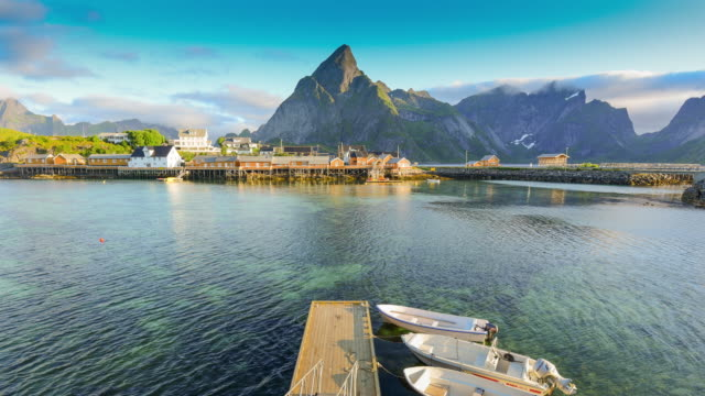 vídeos de stock e filmes b-roll de norway , view of lofoten islands in norway with sunset scenic - lofoten