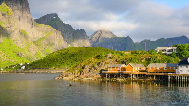 vídeos de stock e filmes b-roll de norway , view of lofoten islands in norway with sunset scenic - reine