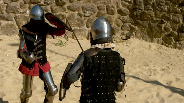 stockvideo's en b-roll-footage met niet een vrouwelijke hobby voor middeleeuwse veldslagen - ridderlijkheid