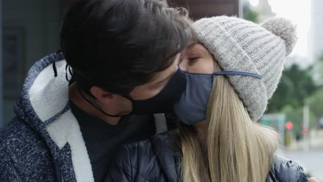 inget känns säkrare än när vi är insvept i kärlek - dejta bildbanksvideor och videomaterial från bakom kulisserna