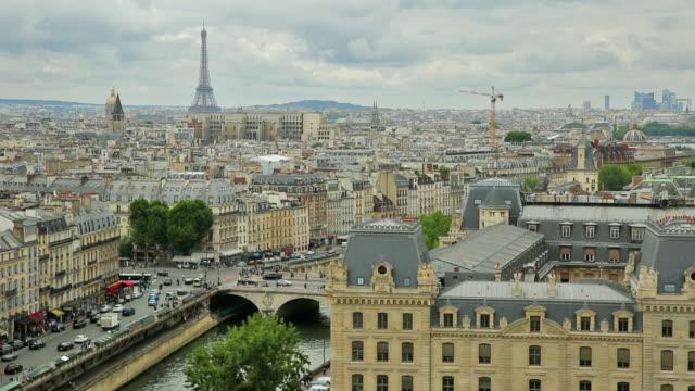 notre dame paris skyline view - montmatre utsikt bildbanksvideor och videomaterial från bakom kulisserna