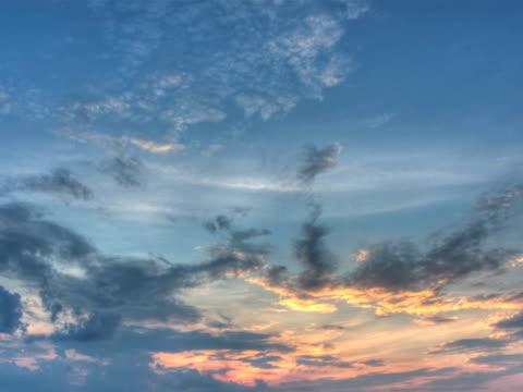 ntsc:dramatic sky(clean) - 10 saniyeden daha kısa stok videoları ve detay görüntü çekimi