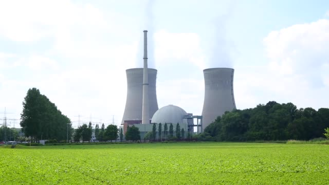 nuclear power plant - reattore nucleare video stock e b–roll