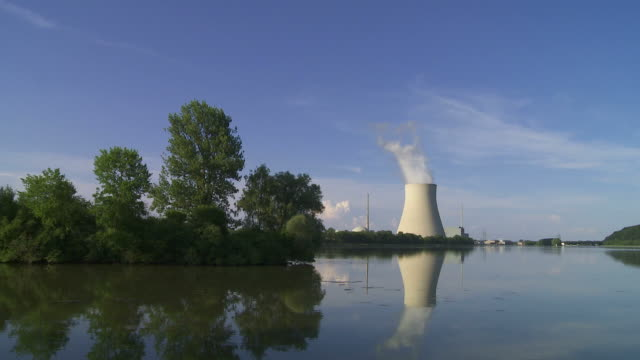 Nuclear Power Station (Loopable Time Lapse) Time lapse of nuclear power station with steaming cooling tower (HD, NTSC, PAL).     wasser videos stock videos & royalty-free footage