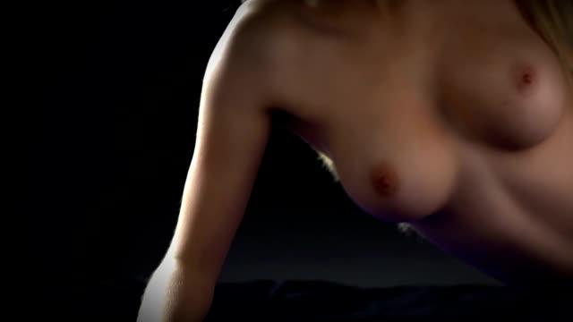 nackte frau - nackter oberkörper stock-videos und b-roll-filmmaterial