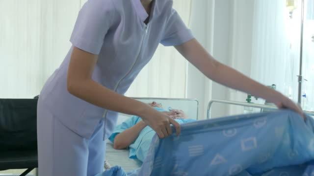 看護師と患者 - 介護点の映像素材/bロール