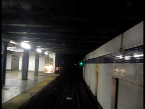 tunnel della metropolitana di new york - subway video stock e b–roll