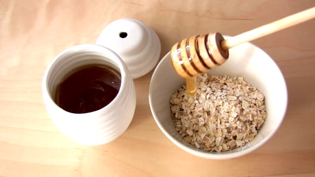 Oatmeal with honey video