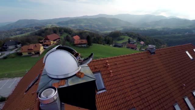 vidéos et rushes de observatoire au cœur de la campagne - réfracteur