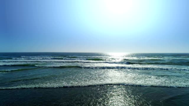 ocean beach, luftbild - sound wave stock-videos und b-roll-filmmaterial
