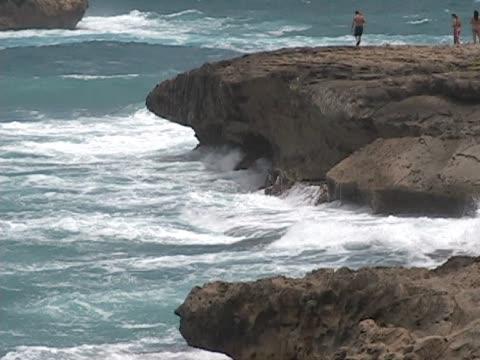 ocean from la'ie point on oahu. - 10 saniyeden daha kısa stok videoları ve detay görüntü çekimi