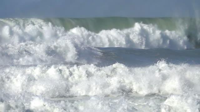 stockvideo's en b-roll-footage met oceaan storm golf - reus fictief figuur