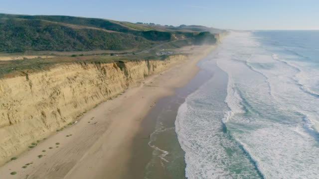 vídeos de stock e filmes b-roll de ocean - estrada 001