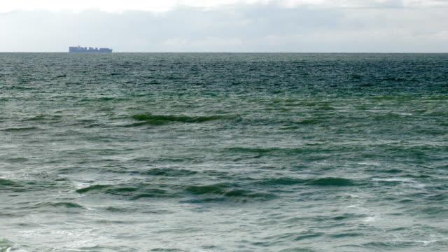 vídeos de stock e filmes b-roll de ocean - montanha costeira