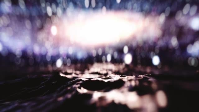 Ozeanwellen schließen sich auf einem fremden Planeten mit defokussiertem Galaxienhintergrund. zeitlupe. 3D-Animation. – Video