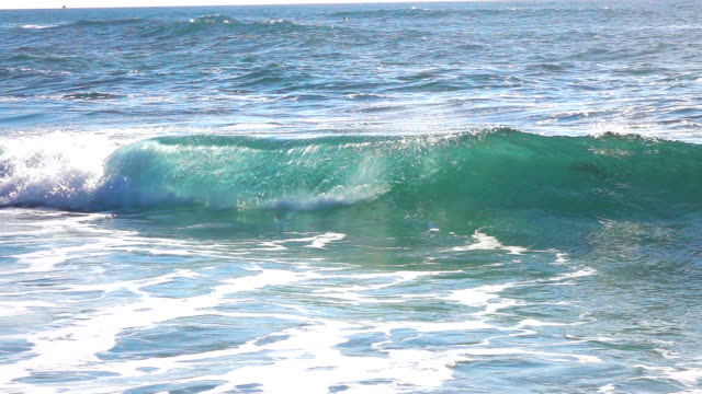 Ocean waves in real slow motion video