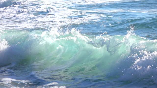 ocean waves in slow motion - oceano atlantico video stock e b–roll