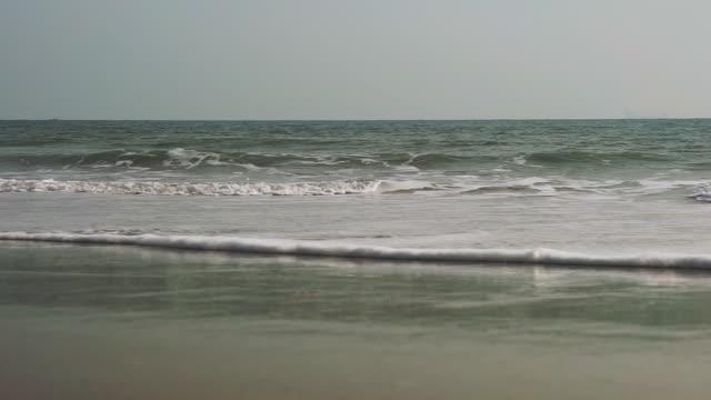 Ozeanwellen am Strand Full Frame Szene – Video