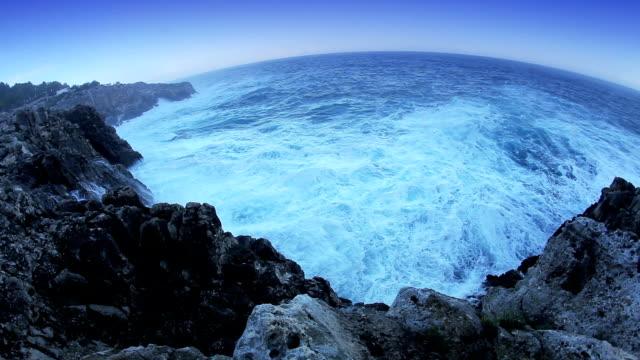 Ocean waves smashing the rocks video
