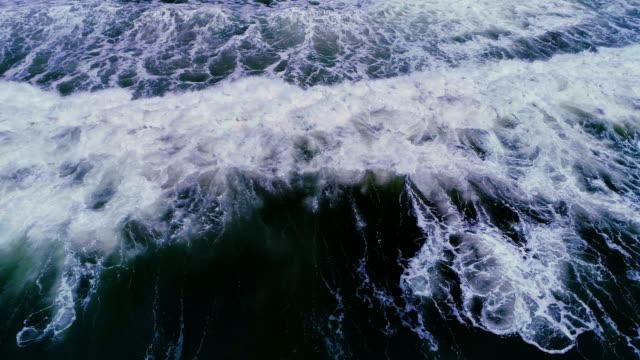 oceanic vågor - stillsam scen bildbanksvideor och videomaterial från bakom kulisserna