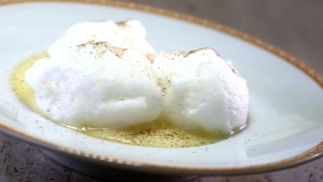 Oeuf a la Neige - Snow Egg - Floating Islands video