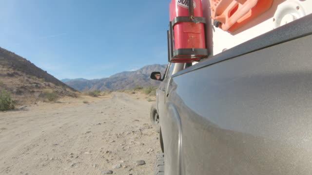 stockvideo's en b-roll-footage met off road - caravan