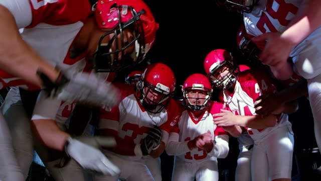 Offensive huddle before play video