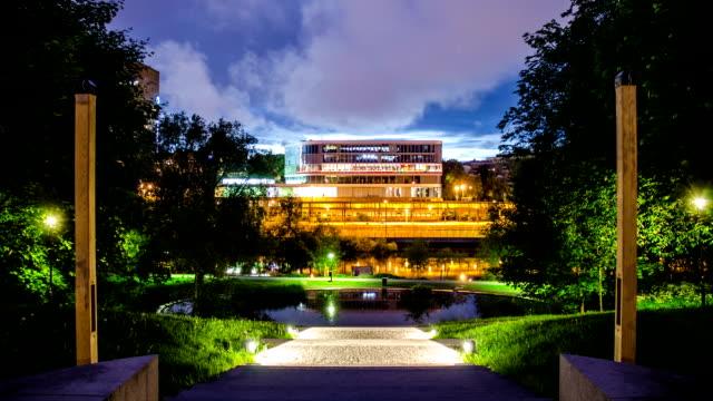 edificio per uffici di notte time lapse - quartiere generale video stock e b–roll