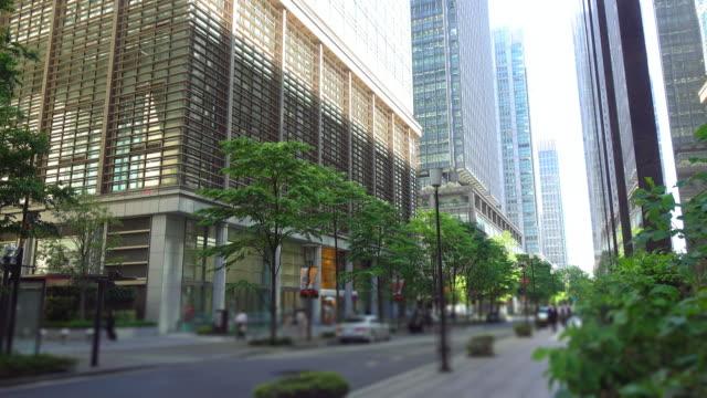 オフィスビルと 道路 -4 k - 緑 ビル点の映像素材/bロール