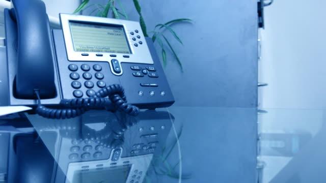 telefono ufficio - rispondere video stock e b–roll