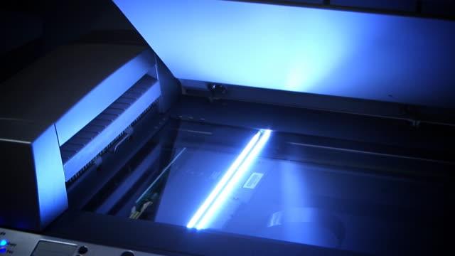 vídeos y material grabado en eventos de stock de oficina de alta definición máquina de barrido - escáner plano