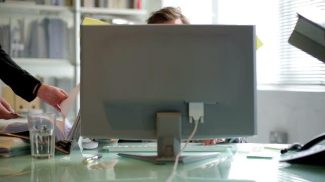 time lapse uomo di ufficio - efficacia video stock e b–roll