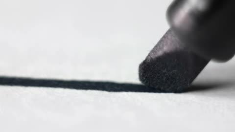 vídeos y material grabado en eventos de stock de trabajo de oficina. escribir o dibujar con un marcador en papel - dibujo