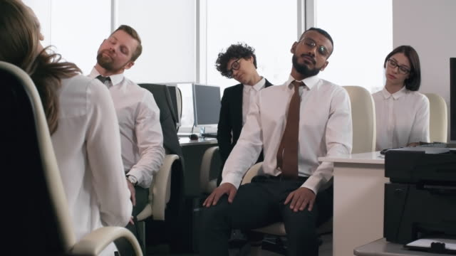Bидео Office Workers Relaxing During Working Day