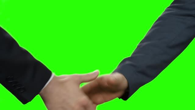 Beamten die Hände geben. Ein neuer Anfang. – Video
