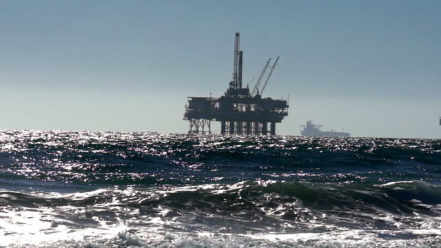 pasifik okyanusu sondaj offshore fracking - kule stok videoları ve detay görüntü çekimi