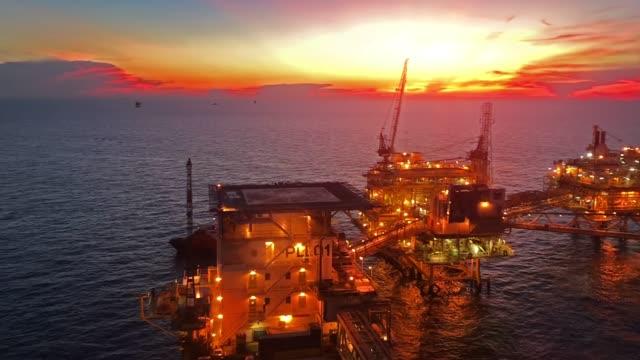 offshore petrol ve gaz platformu - kule stok videoları ve detay görüntü çekimi