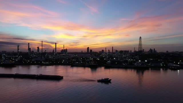 oil and gas industry - refinery factory - petrochemical plant panorama view - arabia saudita video stock e b–roll