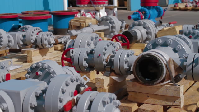 Oil and Gas Wellhead tree equipment production plant. Modifications of wellhead fittings. Modern tendencies of machine engineering. Equipment for wellhead conncetion of oil and gas wells. - video