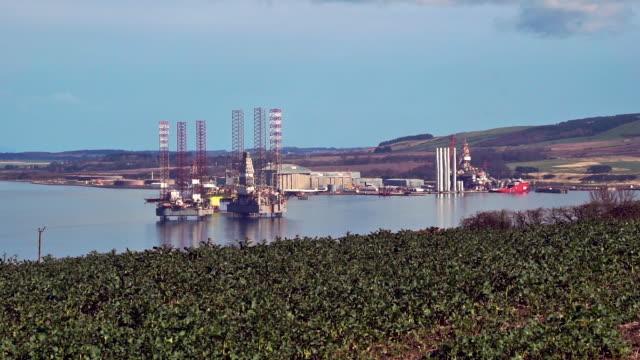 Ölbohrplattformen in Port of Nigg Cromarty Firth Scotland UK – Video