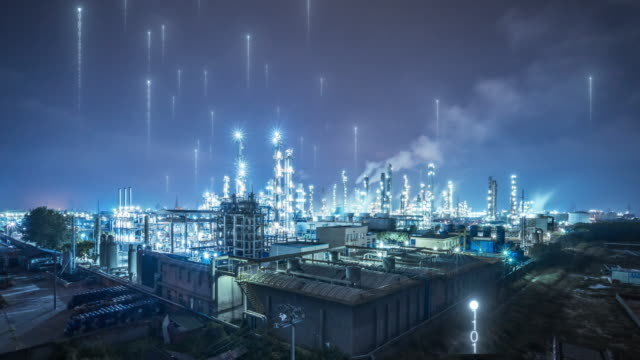 akıllı fabrika konsepti ile petrol fabrikası - plant stem stok videoları ve detay görüntü çekimi