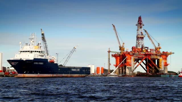 vídeos de stock, filmes e b-roll de indústria petrolífera - navio tanque embarcação industrial