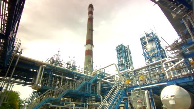 stockvideo's en b-roll-footage met oil plant - chemische fabriek