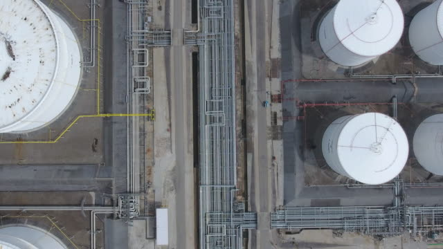 Oil Refinery and Chemical Plant with Complex Pipe in Overhead View Oil Refinery and Chemical Plant with Complex Pipe in Overhead View gas pipe stock videos & royalty-free footage