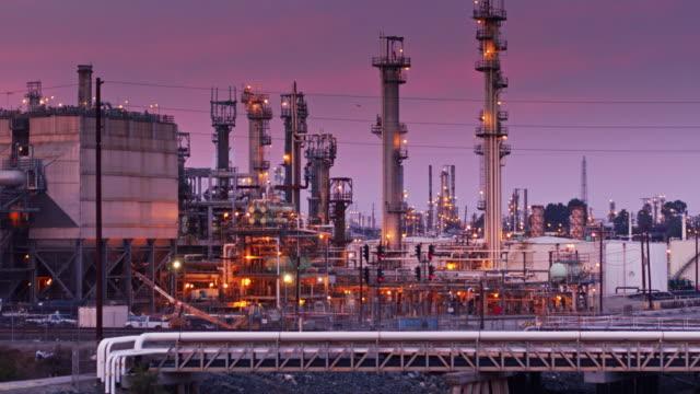 Oil Refinery Flypast видео