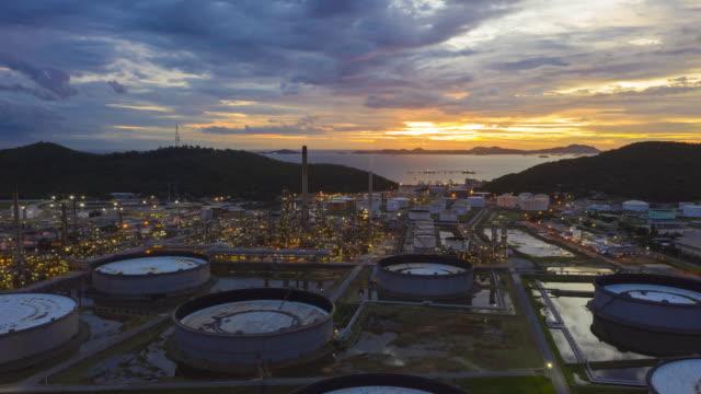 oljeraffinaderi anläggning kemiska fabriken industriella bilder - shipping sunset bildbanksvideor och videomaterial från bakom kulisserna