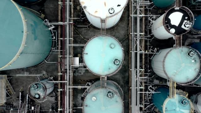 vídeos de stock e filmes b-roll de oil storage tank in the port in tsing yi, hong kong - gases