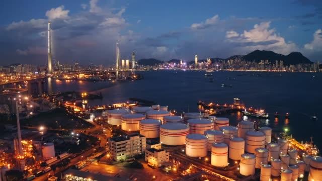 oljetankfartyg förtöjda vid en petrokemisk oljesjöfart terminal i hamnen i tsing yi - tankfartyg bildbanksvideor och videomaterial från bakom kulisserna