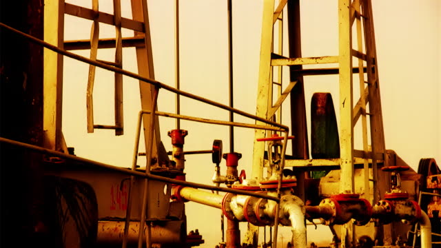 vídeos y material grabado en eventos de stock de oil well (detalles - imperfección