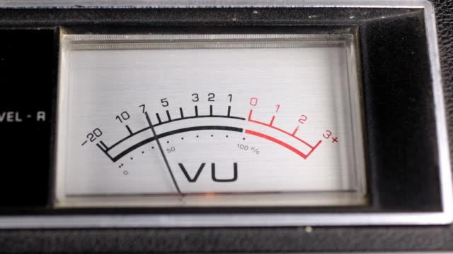 Ancien indicateur analogique. Indicateur de flèche de l'enregistrement et du signal de lecture. - Vidéo